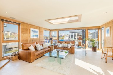 Modern Houseboat on the River Thames Lists for £1.75 Million 17