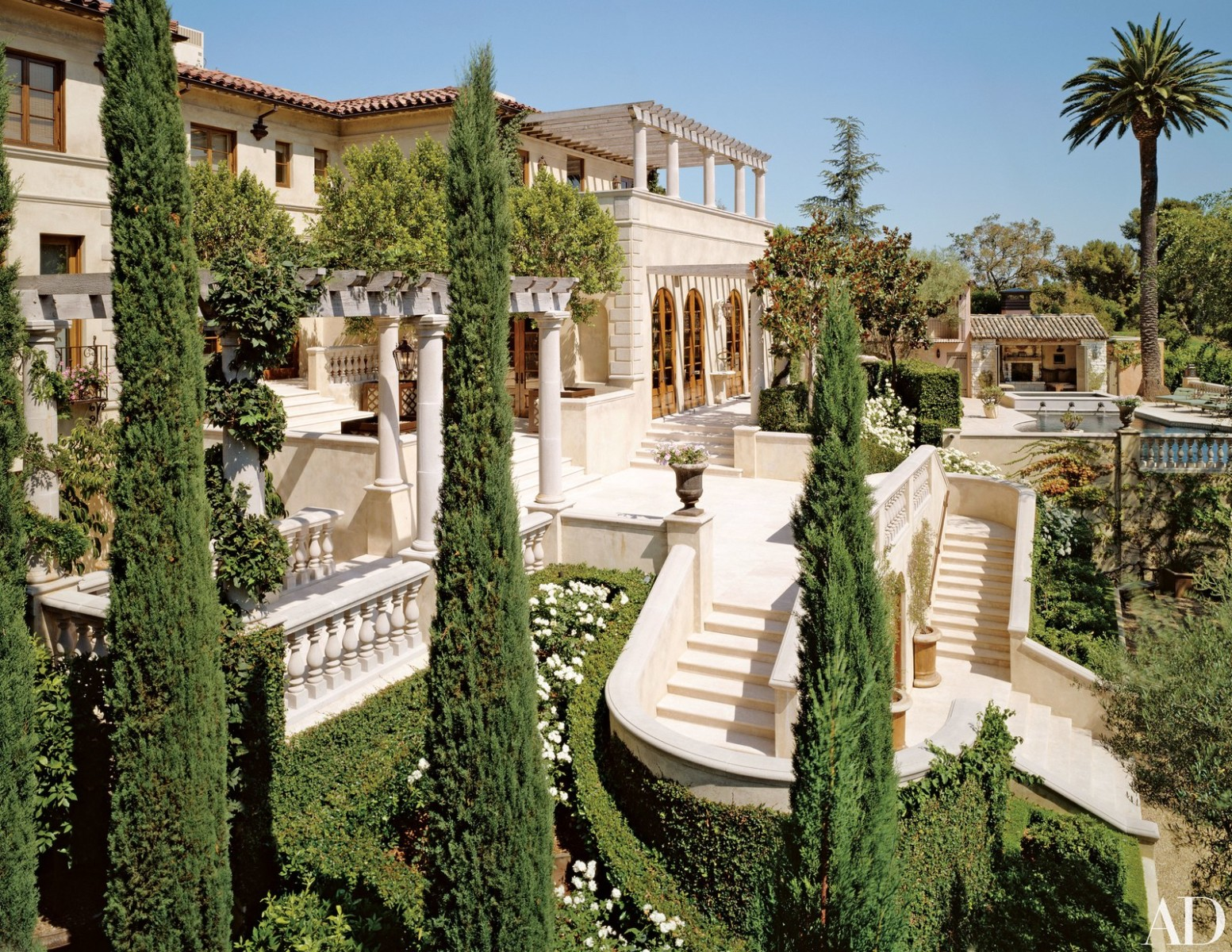 Tour Lionel Richie's House in Beverly Hills 2